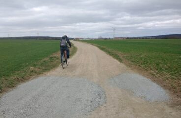 Okrašlovací spolek propojuje sousedy – cesta Vochov Kozolupy